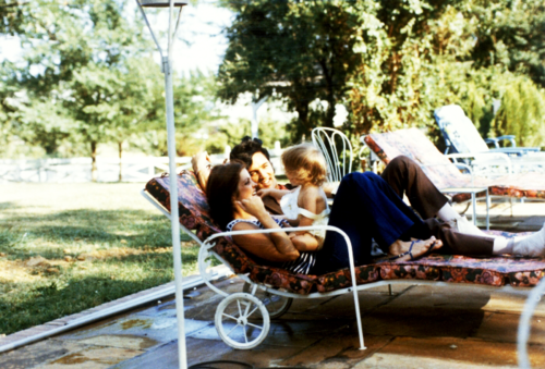 ☆ Elvis & Priscilla with Lisa Marie at Graceland