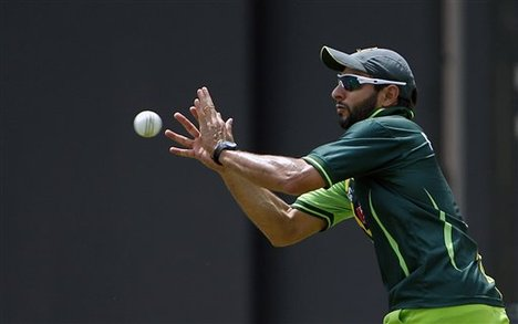 Shahid Afridi fond d'écran containing a tennis pro, a tennis player, and a tennis racket titled ....