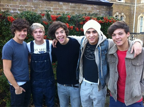 1D on their way to the X Factor studios!