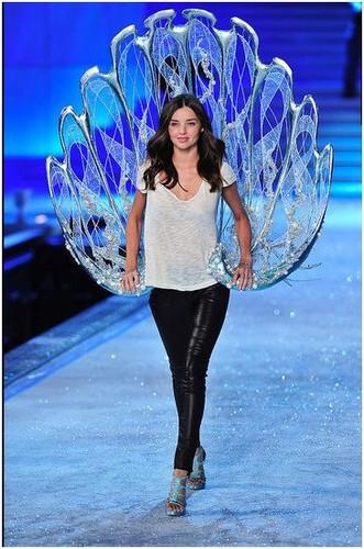 2011 Victoria's Secret Fashion Show - Rehearsal
