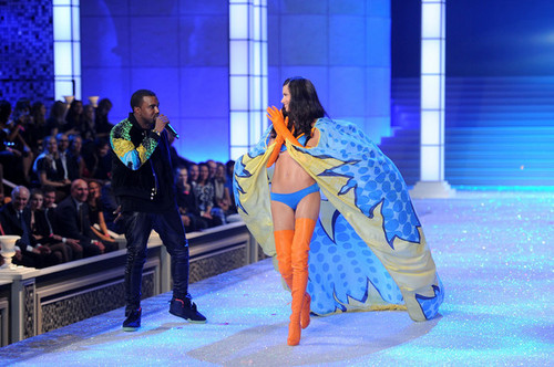 2011 Victoria's Secret Fashion tunjuk - landasan