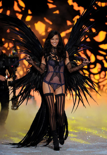 2011 Victoria's Secret Fashion Show - pista
