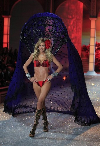 2011 Victoria's Secret Fashion ipakita - ipakita Time