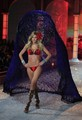 2011 Victoria's Secret Fashion Show - Show Time