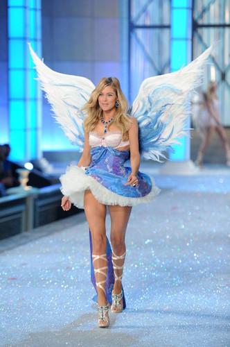 2011 Victoria's Secret Fashion ipakita - ipakita Time