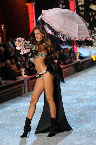 2011 Victoria's Secret Fashion mostrar - mostrar Time