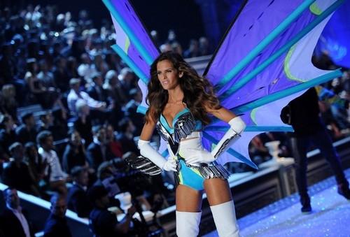2011 Victoria's Secret Fashion tunjuk - tunjuk Time