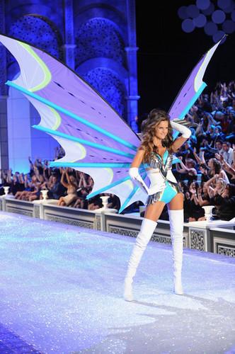 2011 Victoria's Secret Fashion mostrar - mostrar Time