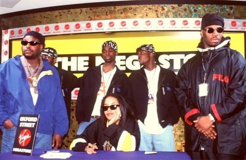Aaliyah signing on MegaStore