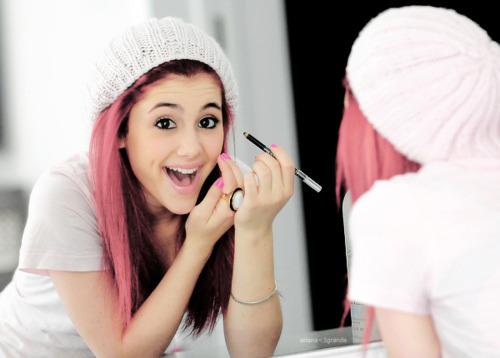 Ariana putting make-up on!!!♥♥♥