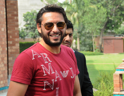 Shahid Afridi achtergrond containing sunglasses titled Boom Boom