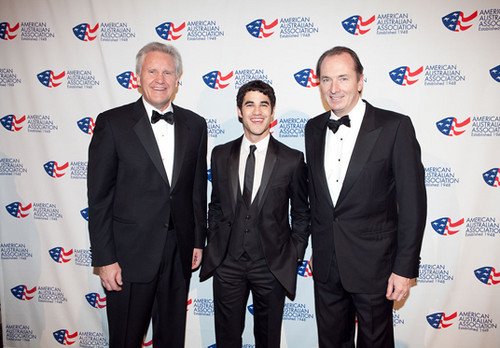 Darren attends American Australian Association Benefit رات کے کھانے, شام کا کھانا (09/11/11)