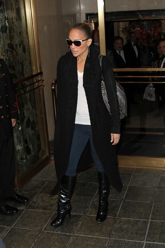 Jennifer Lopez Leaving her NY Hotel with her family