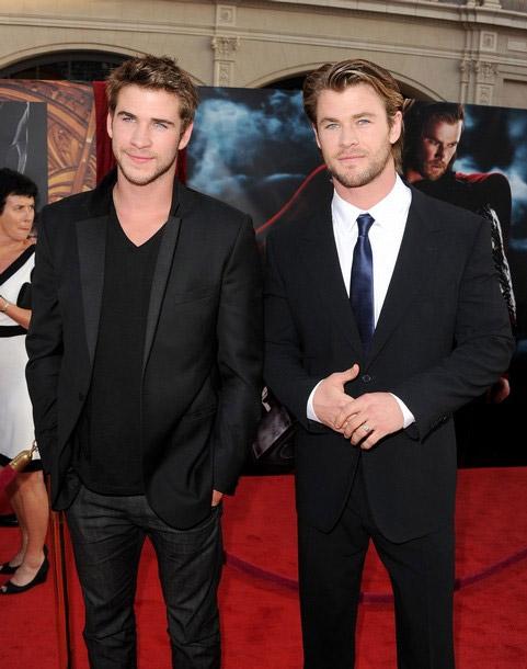 ¿Cuánto mide Liam Hemsworth? - Real height Liam-Hemsworth-and-Chris-Hemsworth-chris-and-liam-hemsworth-26771207-481-610