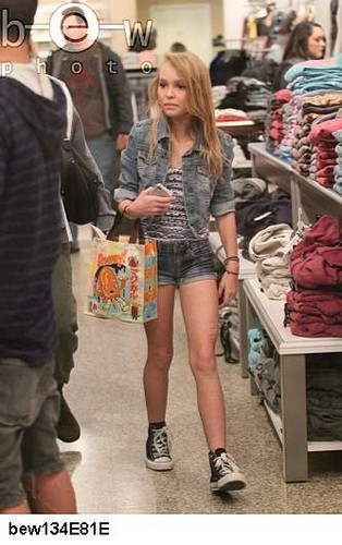 Lily-rose Melody Depp in L.A. California 11.08.2011 - johnny-depp Photo