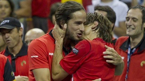 Lopez and Ferrer किस