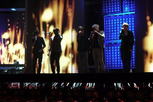 One Direction rehearsing at The X Factor studios!