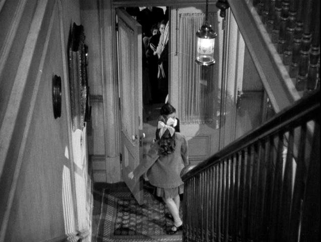 shadow of a doubt screen analysis Shadow of a doubt is a film filled with such archetypal hitchcockian traits and visual flourishes, such as the long camera push onto young charlie's ring—a moment anticipating the comparable but more bravado push onto the unica key from notorious (1946) he also incorporates much humor, such as the comic asides between young charlie's .