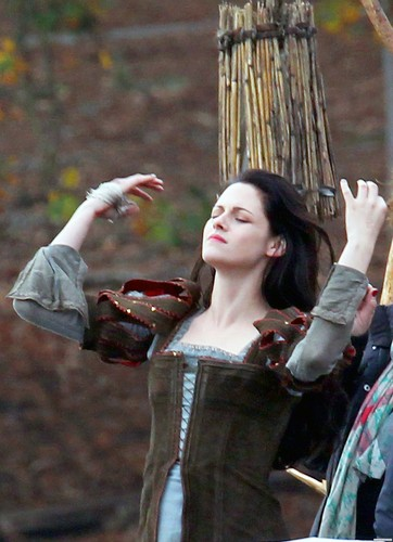 Snow White & the Huntsman: On the Set - Surrey, UK. [November 10, 2011]