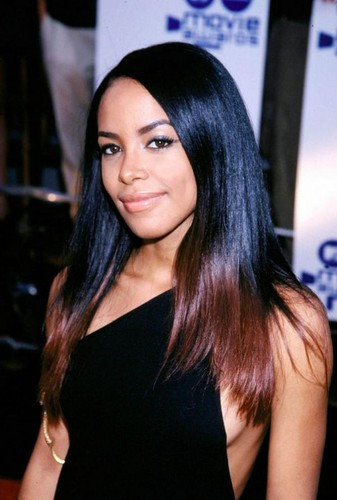 Stunning aaliyah on mtv Movie Awards 2000