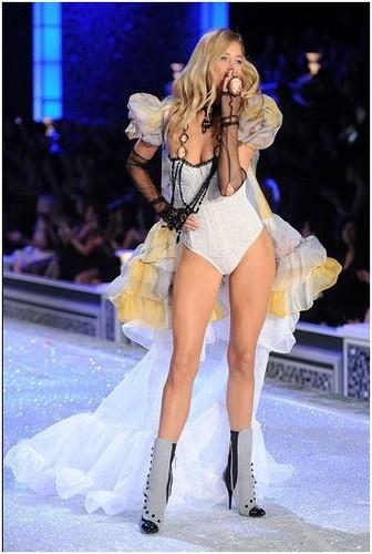Victoria's Secret Fashion Show 2011 - pista