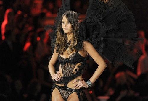 Victoria's Secret Fashion Show 2011 - Runway
