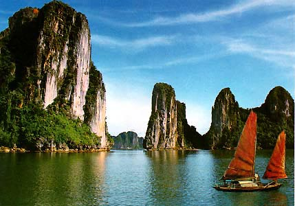 halong bay...new one of 7 wonders of the world=D