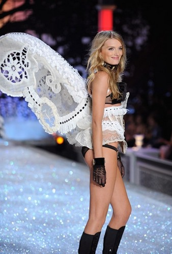 vsfs'11. Segment 5: I Put A Spell On 你