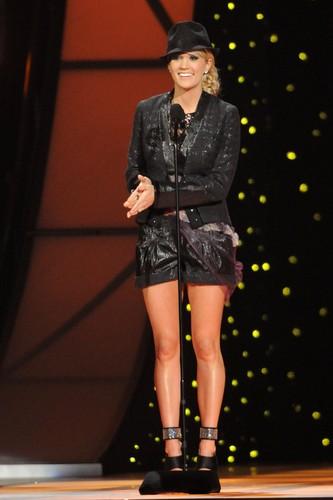11/09/11 - CMA Awards - montrer