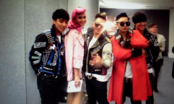 http://images5.fanpop.com/image/photos/26800000/Big-BAng-MTV-EMA-with-Katty-Perry-big-bang-26823135-580-348.jpg