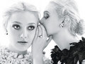 Elle & Dakota Fanning سے طرف کی Mario Sorrenti for 'W Magazine'