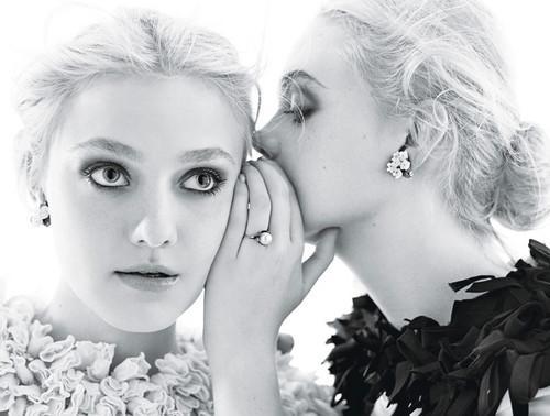 Elle & Dakota Fanning 由 Mario Sorrenti for 'W Magazine'