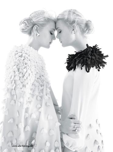 Elle & Dakota Fanning द्वारा Mario Sorrenti for 'W Magazine'