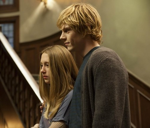 Tate & Violet wallpaper possibly with a chainlink fence called Episode 1.07 - Open House - Promotional Photos