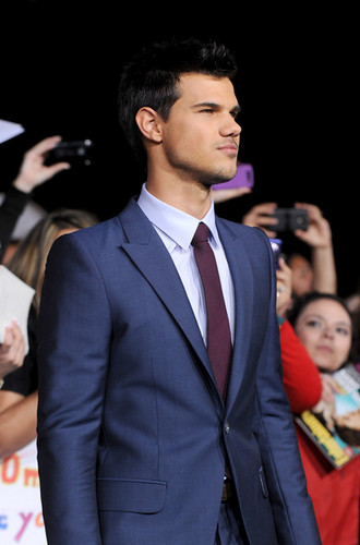 HQ 'The Twilight Saga: Breaking Dawn Part 1' Los Angeles Premiere [14.11.11]