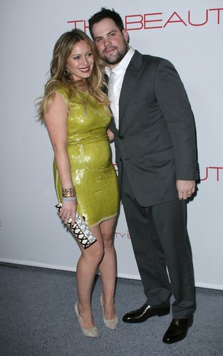 """Hilary Duff & Mike Comrie fondo de pantalla with a business suit titled Hilary Duff: """"The Beauty Book for Brain Cancer"""" Launch"""