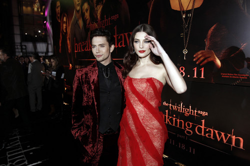 Jackson Rathbone & Ashley Greene fondo de pantalla probably containing a cena dress entitled Jackson e Ashley