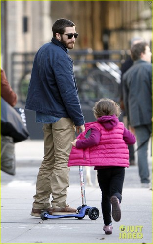 Jake Gyllenhaal Spends the jour with Niece Ramona