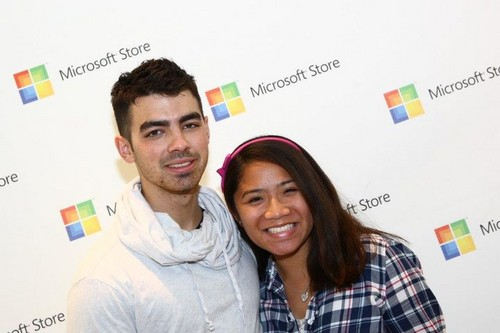 Joe Jonas Microsoft Opening ছবি 2011