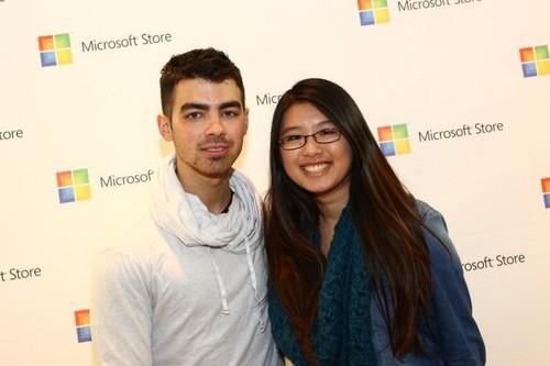 Joe Jonas Microsoft Opening 照片 2011