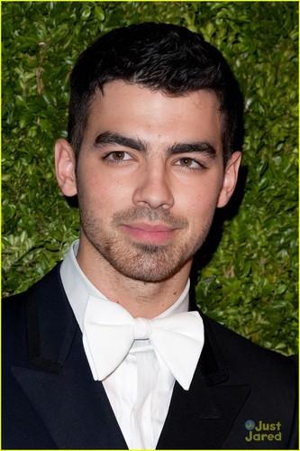 Joe Jonas arrives at the 2011 CFDA/Vogue Fashion Fund Awards
