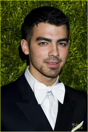 Joe Jonas arrives at the 2011 CFDA/Vogue Fashion Fund Awards