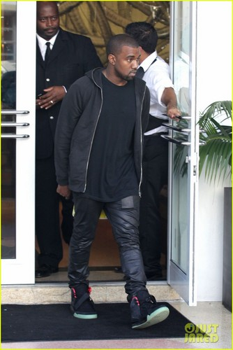 Kanye West: Shopping in Miami