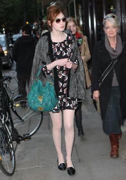 Karen Gillan candid in ロンドン Covent Garden Oct 2011