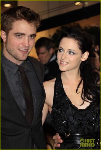 Kristen Stewart & Robert Pattinson Premiere 'Breaking Dawn' in Лондон
