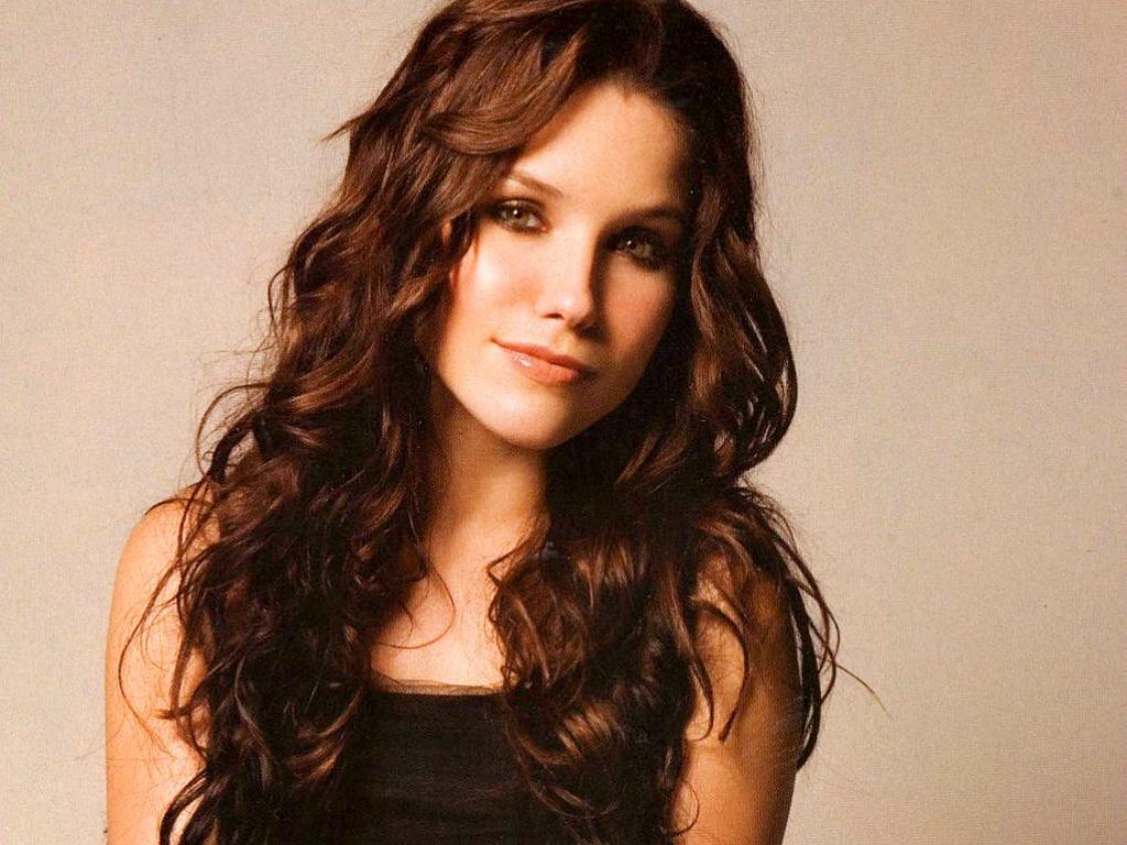 Quel acteur, quelle actrice, pour quel personnage ? - Page 3 Lovely-Sophia-Wallpaper-sophia-bush-26851798-1024-768