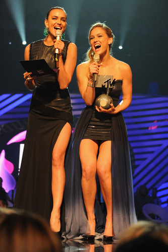Bar Refaeli wallpaper with a concert entitled MTV Europe Music Awards 2011 - Show