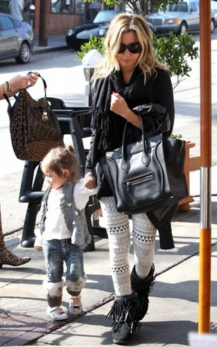 NOVEMBER 16TH - Ashley arriving at Cafe Vida with her Mom and niece Mikayla