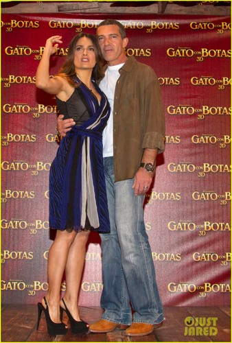 Salma Hayek: 'Puss in Boots' Press Conference in Mexico!