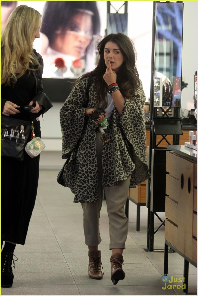 Shenea Grimes Makes It To The MAC Store